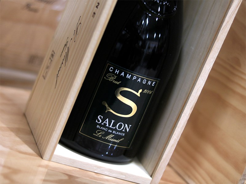 Salon sender Champagne i top